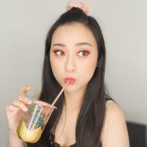 Ketika lg enak2 minum trus ada yg liatin curiga MAU MINTA (slide) .. . . . . . . #selfie #notsharing #myown #beauty #makeup #ketika #formyself #instadrink #drink #ferrorocher #minuman #셀카그램 #셀카스타그램 #셀피스타그램 #셀피그램 #뷰티스타그램 #뷰티그램 #아이섀도우 #clozetteid
