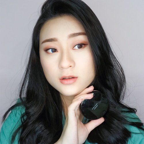 Ultra Glow Cushion from @itsskin_official_id .. pengen tau performa nya? cek video nya juga ya.. . . . . . . .  #makeup #cushion #reviewcushion #koreanmakeup #koreamakeup #undiscovered_muas #clozetteid #아이섀도우 #메이크업 #메이크업그램 #뷰티스타그램 #뷰티그램 #beauty #reviewmakeup #itsskin #glowskin #flawlessskin