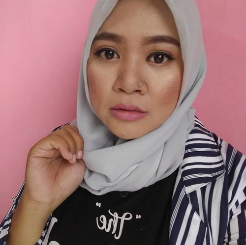 Pisau cukur alis ilang gaes.. jadi ya gitu deh..🤣🤣🤣🤣 #makeup #makeupaddict #makeupjunkie #makeupobsessed #makeupporn #makeupcollection #instamakep #dailymakeup #makeuporganization #blogger #beautyblogger #indonesianbeautyblogger #beauty #instabeauty #blush #fdbeauty #highlighter #bronzer #lipstick #lipstickaddict #lotd #lipstickcollection #motd #makeupoftheday #fotd #makeuplook #makeuplover #makeupmafia #ilovemakeup #clozetteid