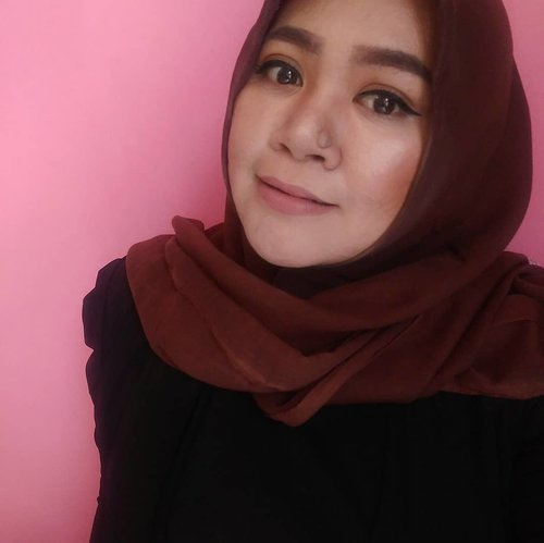 Lama gak foto wajah sendiri.. 😂#makeup #makeupaddict #makeupjunkie #makeupobsessed #makeupporn #makeupcollection #instamakep #dailymakeup #makeuporganization #blogger #beautyblogger #indonesianbeautyblogger #beauty #instabeauty #blush #fdbeauty #highlighter #bronzer #lipstick #lipstickaddict #lotd #lipstickcollection #motd #makeupoftheday #fotd #makeuplook #makeuplover #makeupmafia #ilovemakeup #clozetteid