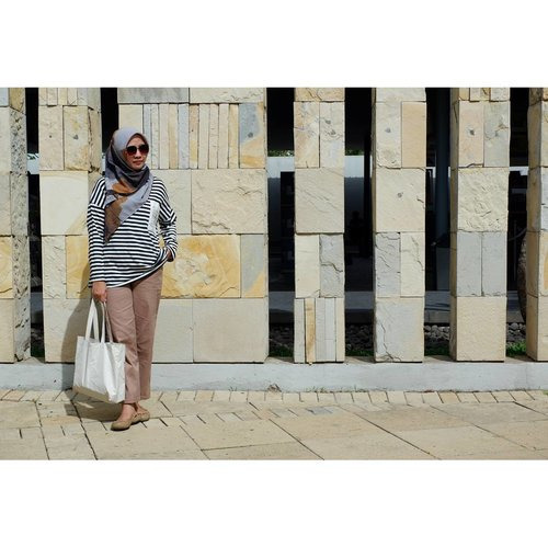 Still feelin the weekend vibes.  _ #ootd  Hijab: @jenaharaofficial #jenaharascarf #jenaharaxkiravol1  Top: @jenaharaofficial #jenaharaxkiravol1 #stealjenaharastyle #TeamKira Pants: Straight pants @pulchragallery #everydaywithpulchracollection #ilovewearingpulchra #iampulchranumber1fan . _ #rachanlie #lifestyleblogger #clozetteid