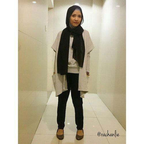 Black and grey for today's outfit.  _____________________________________ #OOTD #clozetteid #hotdseries2 #scarfmagz #restuanggraini #cottonon #kaffahscarf #SunSongsandCircus #roppopo