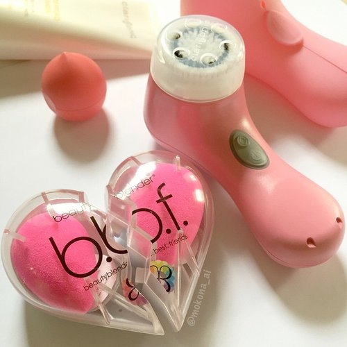 Recent hauls, #beautyblender best friend ☆ #clarisonic mia2 faded rose. #skincare #clarisonicmia2 #bb #ロート #rohto #チューリップ #chulip #beautyaddict #fdbeauty #femaledailynetwork #fdnlife #clozettedaily #clozetteid