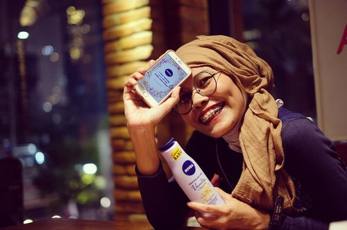 How do you save the day? By taking care of my body and mind as on written at my Magic Words. Applying @nivea_id Sensational Body Lotion as the way, along with consuming only positivity. . . 📷 @chor0 . . #sensationaltouch #positivity #instagood #instamoment #clozetteid #lifestyle