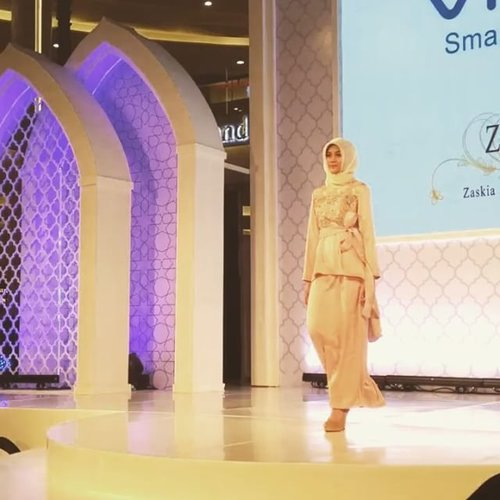 Welcoming Ramadan and the upcoming Eid with the new colllection from Zashi by @zaskiasungkar15 and @shireensungkar . . Road to #jfwxvivov5s #clozetteid #lifestyle #fashion #fashionate #instafashion #hijabfashion #instamoment #perfectselfie #instagood #latepost