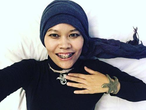 Trust me, I (didn't) wake up like this..#instagood #instamoment #instahotel #Bandung #iwokeuplikethis #iwokeupinbeastmode #latepost #clozetteid #ootd #hotd #instaselfie #hijabfashion #hijabi