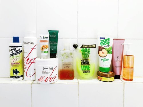( #blogged ) | Current bathroom situation : 🍃Mane n Tail Herbal Gro Shampoo 🍃Furatasse Scalp Cleanser 🍃Furatasse Snail Collagen Mask 🍃St Ives Blemish Control Apricot Scrub 🍃Sukin Detoxifying Facial Scrub 🍃Juara Tiare Jasmine Tea Bath & Shower Gel 🍃Original Source Lime Shower 🍃Freeman Bare Foot Peppermint Plum Foot Scrub 🍃Ovale Jasmine Lulur Bali 🍃YSL Beauty Forever Youth Liberator Facial Foam 🍃The Skin Cleansing Oil with lime extract . . . . #bodycare #beautyroutine #whatsinmyshower #bblogger #beautygram #skincarediary #skincareblogger #beautyproducts #beautyblogger #fdbeauty #ClozetteID