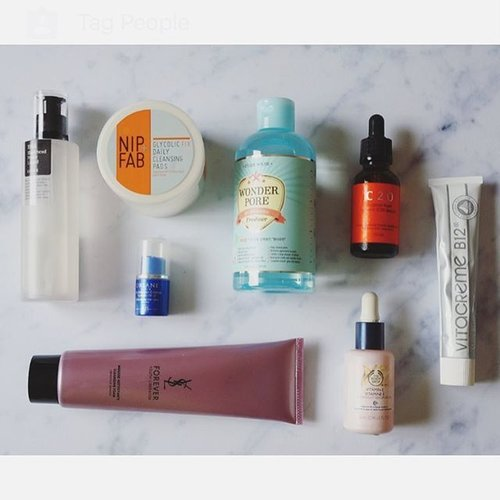I'm down with a flu today so I'm just staying at home watching Jessica Jones. But that also means I had a lot of time with me today so I played with my stack of #skincare items. Here's Wednesday pm routine : 1. Cleanse : @yslbeauty Forever Youth Liberator Cleansing Foam 2. Toner : @etudehouse_id Wonder Pore Freshner 3. Exfoliating Toner : @cosrx BHA Blackhead Power Liquid 4. AHA Treatment : @nipandfab Glycolic Fix Daily Cleansing Pads 5. Serum : @ostindonesia C20 Pure Vitamin C Serum 6.  Moisturizer : @vitacremeid B12 Vita Blanc 7. Face Oil : @thebodyshopindo Vitamin E Serum-in-Oil 8. Lips : #Orlane Extreme Lip Care 🌸🌸🌸🌸🌸 #ykskincare #skincarediary #skincareroutine #skincareregime #skincareblogger #beautyroutine #rasianbeauty #kbeauty #bbloggerid #clozetteid