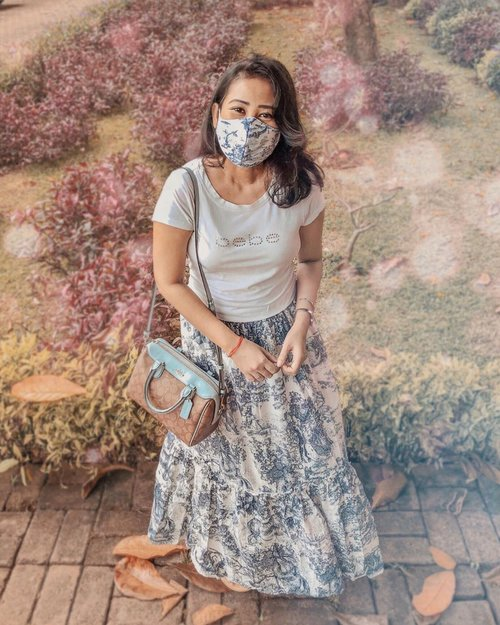 Face mask is the new accessory 😷💃🏻 How many masks do you have now? I just realized that I have accumulated 16 masks 😅 Because you don't get out many often these days so...Make it count, #Makeitfashun! 😉😁💃🏻        . #facemaskstyle #simplestyle #lookdujour #currentlywearing #ykwears #theeverygirl #petitestyle #clozetteid