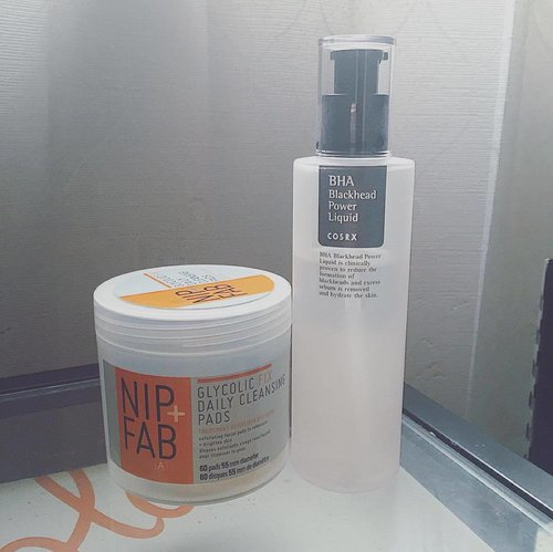 = Day 6 of #ABmidyearstashchallenge : Active/Acid = 🌸 Currently I have only two (BHA & AHA). But one more is coming on the way (Bravura London Salicylic Acid) 🌸 Skin type : Combination, sometimes Sensitive. Skin concerns : Milia, PIH, Occasional break-outs. 🌸🍃 🔹Nip+Fab Glycolic Daily Cleansing Pads🔹>> My AHA active. I only use this in combination with my BHA or else my skin will breaks out if I only use this alone. The combo is amazing tho'! 🔹CosRX BHA Blackhead Power Liquid🔹>> My BHA at the moment. Love this Korean brand. This take cares of my blemishes and does a great job at deep pore cleansing. 🔹(On the way) Bravura London Salycilic Acid🔹>> My newest acid. Will let you know how it goes once it arrived and tested. 🌿 >>> WISHLIST : - Bravura London Lactic Acid - First Aid Beauty Facial Radiance Pads 🍃 🍃🍃 #skincare #skincarestash #skincarejunkie #acid #skincarediary #skincarelove #beautygram #beautyblogger #beautyroutine #kbeauty #clozetteid