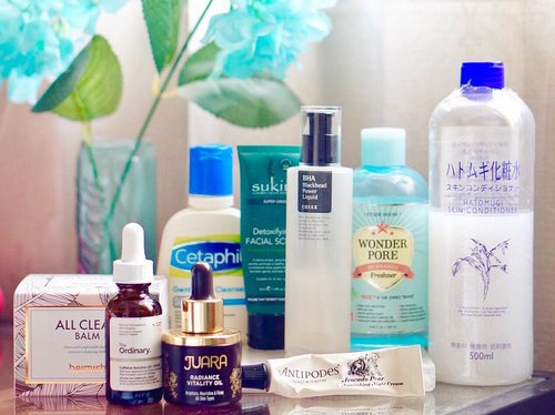Night time #skincareroutine includes a few more products than the morning routine, because at night when we're sleeping our skin is working and regenerates itself, so it's the perfect time to add more ingredients to skin..💠 #Heimish All Clean Balm Cleanser💠 #Cetaphil Gentle Skin Cleanser💠 #Sukin Detoxifying Facial Scrub💠 #EtudeHouse Wonder Pore Freshener💠 #CosRX BHA Blackhead Power Liquid💠 #Hatomugi Skin Conditioner💠 #TheOrdinary Caffeine Solution 5% (under eye treatment)💠 #Juara Radiance Vitality Oil💠 #Antipodes Avocado & Pear Nourishing Night Cream......#skincarelove #amskincare #skincareblogger #skincarediary #skincareaddict #skincarecommunity #amskincareroutine #beautybloggerid #gowiththeglow #beautyenthusiast #skincareregime #fdbeauty #clozetteid