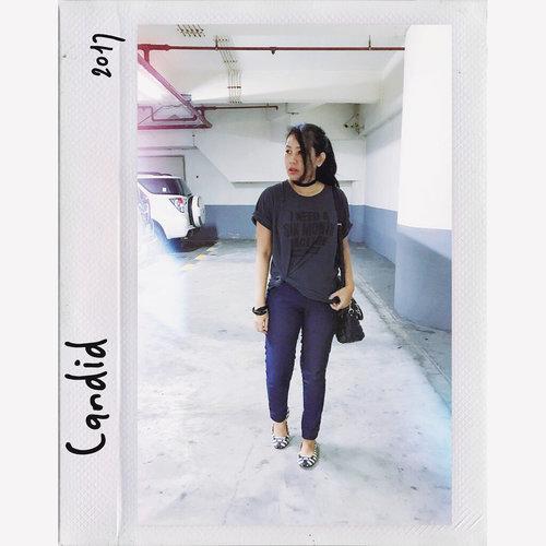 When you don't realize that your #instagramhusband already snapping pictures 😝📸🤳🏻✨ ... Jadi foto pertama masi ga nyadar & foto kedua pas baru sadar kalo difoto, Maka terkuaklah senyum aneh karena kaget tersadar ada papparazi 🤨🤩 . . . . . . . . . . • • • • • #polaroid #realoutfitgram #aboutalook #instax #outfitoftheday #lookoftheday #snapitseeit #clozetteid