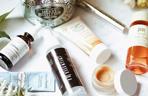 """Be good to your skin. You'll wear it everyday for the rest of your life 💁🏻♀️☝🏼 >> Comment: """"True!"""" if you agree 🙂 . . . . . . . . . #skinessentials #beautycare #bblogger #beautycommunity #skincarejunkie #skincareroutine #howyouglow #skincareblogger #ykskincare #clozetteid #beautyenthusiast"""