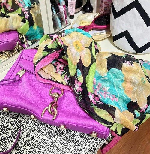Today's Colors 💜💛💙💚❤️💖 . . . . #colourpop #colorsofinstagram #botd #fashiongram #eiwt #bagandscarf #popofcolor #todayscolor #bagoftheday #myrm #todaysbag #fblogger #summerfashion #iglove #brightcolors #ClozetteID