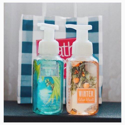 Pretty packaging is everything 🤗  Pas banget stok sabun tangan di rumah tinggal satu trus nemu ini di counter Buy 1 Get 1 #bathbodyworks Gandaria City 💙🙂Sebenernya ngiler sama lilinnya.. Tapi yaudah sih, next time ajeh ... . .. .... #haul #newin #recentpurchase #handsoap #bbw #prettypastels #weekendvibes #beautygram #domesticliving #homelife #girlythings #starclozetter #clozetteid