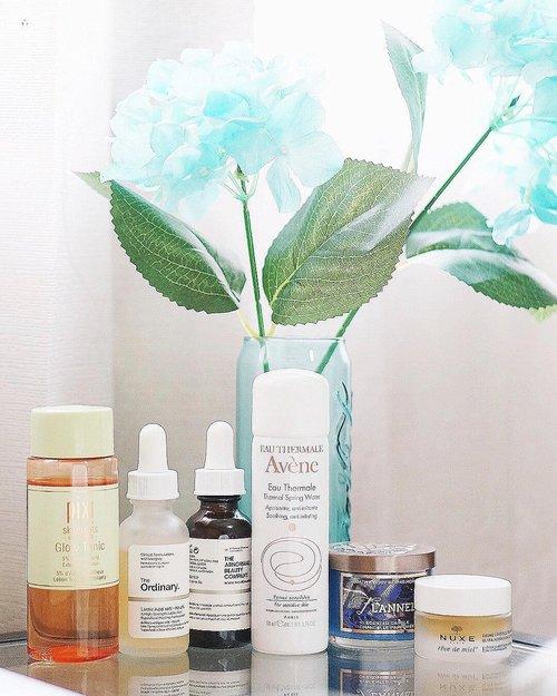 (#blog)   Long time no post : #skincarediary 💦 . 💧 • #Pixi Glow Tonic (Holy Grail!) • #TheOrdinary Lactic Acid 10% + HA 2% • #Deciem The Ordinary Caffein Solution 5% + EGCG (eye cream) • #Avene Eau Thermale • #Nuxe Reve De Miel (lip balm) 💧 >> EXTRA : • #BathAndBodyWorks Flannel Candle . . . . . . . . #skincareroutine #gowiththeglow #beautyenthusiast #skincaremenu #beautyblogger #skincareblogger #iglove #skincaregram #skinadvice #ykskincare #clozetteid