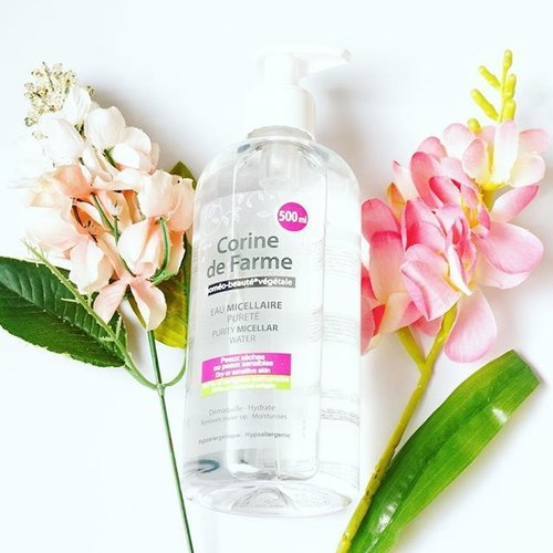 [ #firstimpression ] - Corine De Farme Purity Micellar Water :  A really nice replacement for my almost-empty Bioderma Sensibio. It's my first time trying this French brand Corine De Farme and I fell in love straight away. This smells very nice and calming, while the Bioderma doesn't have any scent. I also love the non-sticky formula of this one and the price is way cheaper compared to Bioderma 😜 I think this is a number one contender for my trusted Bioderma :) ________________________ #beautyroutine #micellarwater #beautyreview #bbloggers #bloggerindonesia #skincarediary #skincareblogger #skincareroutine #skincareaddict #clozetteid