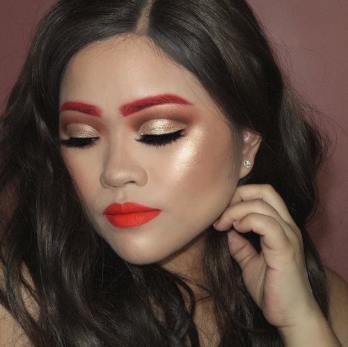 Hot fire 🔥🔥..PRODUCT USED..FACE@tartecosmetics Maracuja Oil #tartecosmetics #tarte #tartelette @jouercosmetics Essential High Coverage Crème Foundation *Sand #jouercosmetics #jouer..EYES & BROWS @doseofcolors x @katy @desiperkins #doseofcolors #desixkaty *hot fire@anastasiabeverlyhills Prism Palette @norvina @abhjunkiess #anastasiabeverlyhills #abhprism #abhjunkiess @stilacosmetics Written in the stars - Glitter & Glow liquid eyeshadow *Kitten Karma #stilacosmetics ..CHEEKS @benefitindonesia GALifornia Powder Blush @benefitcosmetics #benefitcosmetics #benefit@ofracosmetics x @nikkietutorials Glow Goal Highlighter #ofracosmetics #ofraxnikkietutorials..LIPS @doseofcolors x @katy @desiperkins #doseofcolors #desixkaty *hot fire