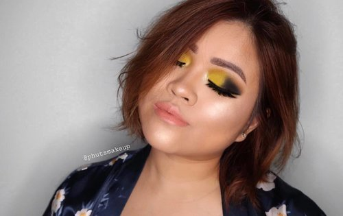 💛💛 PRODUCT USED . . EYES @sleekmakeup i-divine ultra mattes v1 brights #sleekmakeup @morphebrushes 35 warm palette  @sephorasg black liner . . . CHEEKS @jouercosmetics Powder Highlighter *Skinny Dip  @marcbeauty O! Mega Bronzer Coconut #MarcBeauty #coconutglow . . . LIPS @maccosmetics *kinda sexy . . #puputkristantimakeup #hudabeauty #universodamaquiagem_oficial #undiscovered_muas #featuremuas