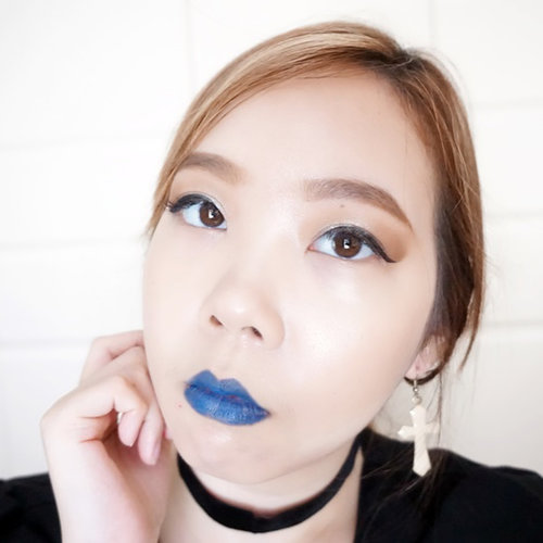 The latest bold collection from @maybelline 'Maybelline The Loaded Bolds' . Hypercolor pigments and an opaque, creamy clay base deliver one-stroke intensity. I have 3 shades: • Audicious Blue • Midnight Date • Wickedly White [swipe left to see all] . My favorite is the 'Midnight Date'. It's super intense and the vampy dark red color I've never had before, I think it's gonna be perfect for Halloween look 🎃 . What do you think? . #maybellinexsociolla #sociollaxmaybelline #maybelline #maybellinetheloadedbolds #theloadedbolds #review #swatch #indonesianbeautyblogger #baliblogger #balibeautyblogger #clozetteid #lips #makeup