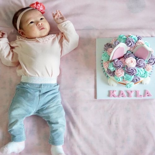 """""""I'm officially one month old now"""" 🎂🐰🎀...#onemonth #onemonthbaby #ootd #ootdbabygirl #ootdbabygirl #clozetteid"""