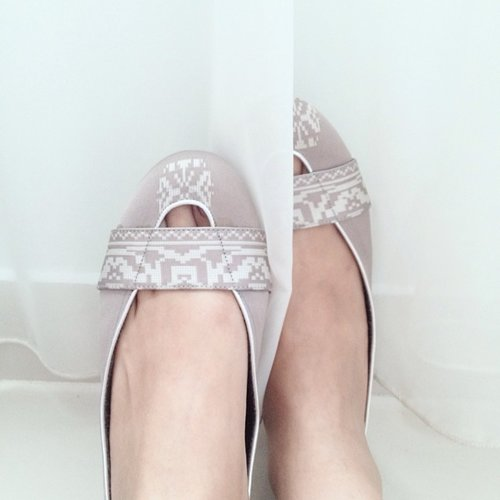 My shoes of the day from Ria Miranda's Boutique. A touch of Indonesian pattern, Songket. #clozetteid