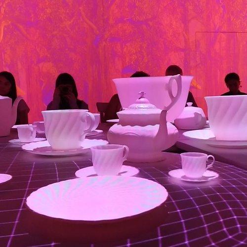 "This is why @artsciencemuseumsg is so interesting, we especially love Alice in Wonderland ""Tea Party"". #teaparty #aliceinwonderland #art #artgallery #artsciencemuseum #technologyart #museum #techart #live #travelwithCarnellin #traveldiary #Clozetteid #mustsee"