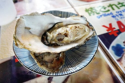 Delicously fresh grilled oyster available on fresh market (almost) all over Japan heeheee.  We have ours at Nijo Market (Sapporo) and Hakodate Morning Market  #hakodate #hakodatemorningmarket #letsgo #travel #Japan #oyster #freshoyster #freshseafood #yums #delicious #hokkaido #nijomarket #clozetteID