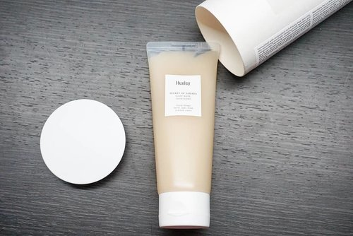 "<div class=""photoCaption"">@huxley_korea Secret of Sahara body lotion yang teksturnya amazing banget dan super harum, like they literally smells so good.<br /> <br />  <a class=""pink-url"" target=""_blank"" href=""http://m.id.clozette.co/search/query?term=bodylotion&siteseach=Submit"">#bodylotion</a>  <a class=""pink-url"" target=""_blank"" href=""http://m.id.clozette.co/search/query?term=huxley&siteseach=Submit"">#huxley</a>  <a class=""pink-url"" target=""_blank"" href=""http://m.id.clozette.co/search/query?term=love&siteseach=Submit"">#love</a>  <a class=""pink-url"" target=""_blank"" href=""http://m.id.clozette.co/search/query?term=sociolla&siteseach=Submit"">#sociolla</a>  <a class=""pink-url"" target=""_blank"" href=""http://m.id.clozette.co/search/query?term=smellsgood&siteseach=Submit"">#smellsgood</a>  <a class=""pink-url"" target=""_blank"" href=""http://m.id.clozette.co/search/query?term=ClozetteID&siteseach=Submit"">#ClozetteID</a>  <a class=""pink-url"" target=""_blank"" href=""http://m.id.clozette.co/search/query?term=musttry&siteseach=Submit"">#musttry</a>  <a class=""pink-url"" target=""_blank"" href=""http://m.id.clozette.co/search/query?term=recommended&siteseach=Submit"">#recommended</a>  <a class=""pink-url"" target=""_blank"" href=""http://m.id.clozette.co/search/query?term=photooftheday&siteseach=Submit"">#photooftheday</a>  <a class=""pink-url"" target=""_blank"" href=""http://m.id.clozette.co/search/query?term=photography&siteseach=Submit"">#photography</a>  <a class=""pink-url"" target=""_blank"" href=""http://m.id.clozette.co/search/query?term=beauty&siteseach=Submit"">#beauty</a></div>"
