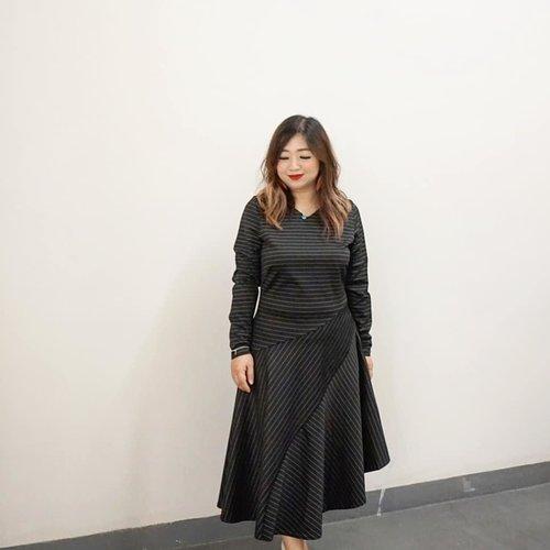 Belakangan bajunya hitam-hitam melulu entah kenapa, lagi mood kali ya 😋Siapa disini yang koleksi bajunya memang lebih prefer dark tone?________#wearing @closet_london Striped Asymmetric Flared Dress.________#beauty #carnellinstyle #love #dressoftheday #motd #lotd #ootd #photooftheday #photography #lookoftheday #outfit #outfioftheday #outfitinspo #lookbook #style #styleoftheday #ClozetteID #styletheory #ClosetLondon