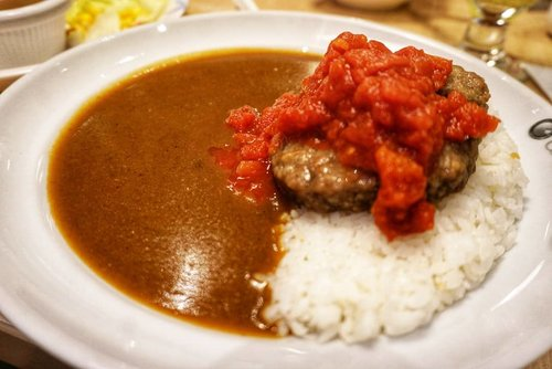 Best comfort food, ripped tomato with beef patty curry in @cocoichibanyaindonesia  #foodies #yums #delicious #yums #curry #currentfeeling #recommended #japanesefood #cocoichibanya #comfortfood #ClozetteID #hello