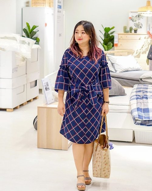 Hujan ya hari ini.#informasipenting______@adelynraeofficial Yara Woven Plaid Tie Sheath.______#beauty #carnellinstyle #love #dressoftheday #motd #lotd #ootd #photooftheday #photography #lookoftheday #outfit #outfioftheday #outfitinspo #lookbook #style #styleoftheday #ClozetteID #adelynrae