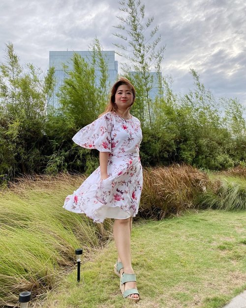 "Berasa di background ada theme song ""Sailor Moon"" 💫🌙#igdaily #instadaily #hello #clozetteID #lookoftheday #lotd #motd #potd #photooftheday #beauty #instabeauty #igers #instagram #instagood #dressup #flowerdress #garden #wind #insta #cafe #windy #windyday #nature #mood #moodoftheday"