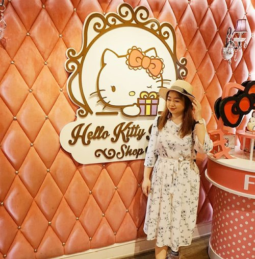 The place is surreal, so pretty and kitty-good 😍. #Sanrio #Hellokittyhouse #love #pink #travel #cafe #bangkok #Clozetteid