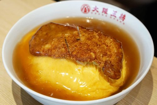 Selamat soree, cuaca mendung gini enak makan comfort food 🤤  1 porsi cukup buat berdua gitu, dan dua-duanya kenyang pol.  #foodies #foodtrend #love #letsgo #yums #comfortfood #japan #delicious #Japanfood #ClozetteID #egg #katsu