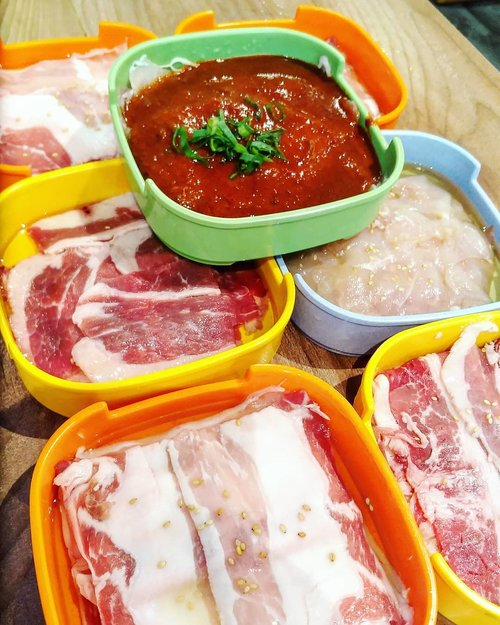 Aseliii, porsinya banyak bener, don't be fooled by the price, 1 container isinya bisa buat 2 orang.  #bbq #koreanbbq #foodies #hello #foodoftheday #Clozetteid #foodtrend