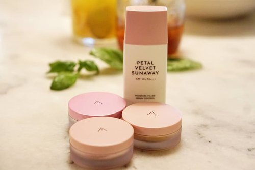 Paduan sunscreen yang velvety dan powder yang lembut bisa jadi pilihan natural daily makeup yang ringan dan membantu kulit dengan minyak berlebih.  Do try yours, exclusively from @altheakorea  #AltheaAngels #AltheaKorea #Althea #sunscreen #loosepowder #powder #makeup #sunprotection #beauty #love #clozetteID #BeautyBloggerIndonesia #beautyvloggerindonesia #naturalmakeup #lightmakeup