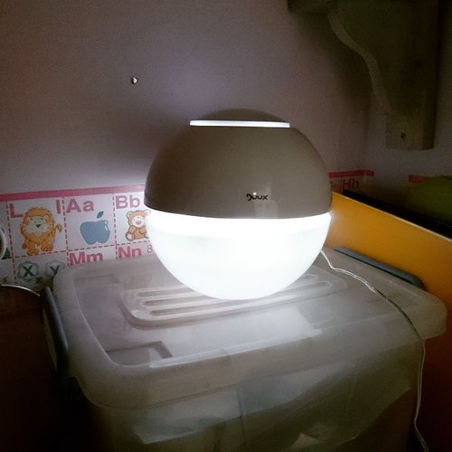@duux_id humidifier from @thebabyologist in my girl's room. It makes the air less dry. Drops some aromatherapy like from @beautybarnindonesia for another health benefit.  Get them at special price at #bbmeetup bazaar at @senayan_city on 6th floor. Until 15th of Feb 2015  @bbmeetup #clozetteID #idbblogger #beautybloggerindo #duux #air #aromatherapy #health #room #humidifier #bazaar #bazaarjakarta