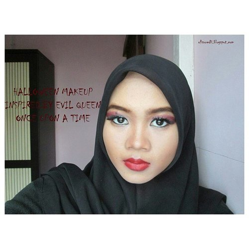 My halloween makeup last year, this year I didn't have time to create a new look bcos I'm busy with my work :( I just remember tomorrow is halloween bcos my student tell me that tomorrow he will celebrate halloween hahaha #halloween #makeuplook #evilqueenmakeup #halloweenmakeup #onceuponatime #beautyblogger #indonesianbeautyblogger #clozetteID #ofisuredii #fotd instabeauty