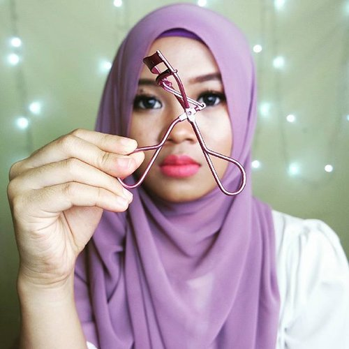 My current favorite eyelash curler is #tammia eyelash curlerI haven't tried the famous eyelash curler shu uemura but now I'm quite satified with tamia, it doesn't hurt my eyelash and can curl all my lashes include the shortest ones#eyelashcurler #beautyenthusiast #beautyreview #beautyblogger #beautyvlogger #clozetteID #ofisuredii