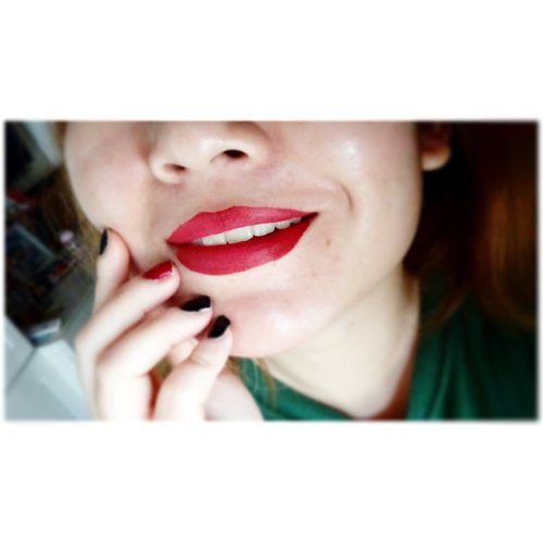 Love how red lips could whiten my teeth like snap! . . #makeup #makeupjunkie #bblogger #beautyblogger #beautybloggerindonesia #lotd #lipsoftheday #clozetteid  #clozettedaily