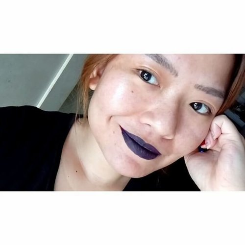 "An #update of @lagirlcosmetics @lagirlindonesia matte flat finish pigment gloss in #blackcurrant after 5 hours usage! (I ate a bread and drink a lot) . . So the staying power is awesome, the stickiness meant to ""stick"" the lip product into your lips like a tight leather pants, make it super duper flat matte but doesn't dried out my lips . . I'm insanely in love with that flat dead finish. So, inspite of the hard to blend thingy, i think i kinda like it since it's really affordable and the color range are GREAT! Plus not drying, yeahh . . #makeup #makeupjunkie #bblogger #beautyblogger #beautybloggerindonesia #lotd #lipsoftheday #clozetteid  #clozettedaily #hannydashonlydotcom #lagirl #lagirlcosmetics"