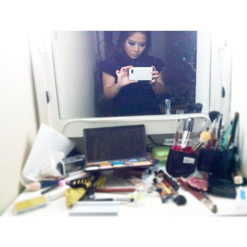 mess after filming a #tutorial.. happened each time.. who's with me?? #BTS #BehindTheScene #Video #MakeupTutorial #Mess #MakeupMess #Youtuber #beautyblogger #indonesian #indonesiabeautyblogger #clozetteid #mayamiamakeup #hudabeauty #lookamillion #vegasnay #PhotoGrid