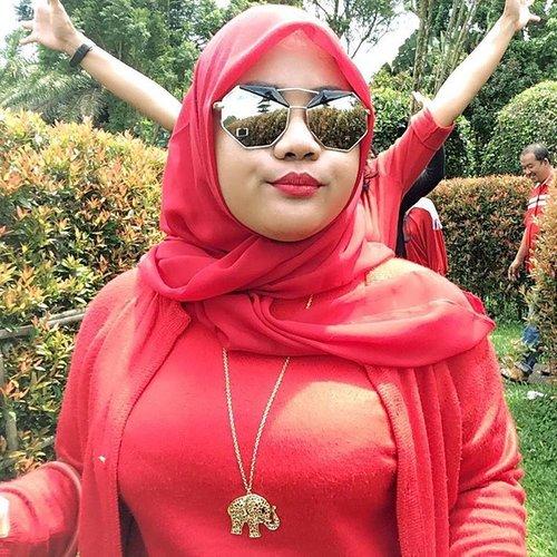 Another red lipstick day... ! 💋 . . #defkapesootd #lipstickjunkie #clozetteid #beautybloger #indonesianbeautyblogger