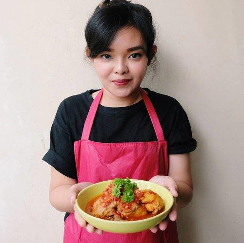 ♥ AYAM MANU KINOWU ♥  Good morning. Ahh senangnya sudah hari Rabu. Bentar lagi weekend 💃  Btw, hari ini udah masak apa ibuk2? Buat yang cari referensi bisa mampir ke blogpost terbaruku. Namanya menu ayam manu kinowu. Kuliner khas Sulawesi Tenggara.  Bikinnya gampang banget. Bahannya juga simple. Lebih mudah lagi kalau bahan2nya dari ayam potong @sogoodid. Udah tinggal masak deh.. Untuk detail cara masaknya udah aku tulis di blog ya. . Bit.ly/ManuKinowuxSOGOOD  Happy cooking 😊♥ . . #BPNxSOGOOD #RamadhanSoGoodAyamPotong #HappyCooking #ChefOline #ClozetteID #KulinerIndonesia #IndonesianFood #IndonesiaCulinary #ManuKinowu #KulinerSulawesiTenggara
