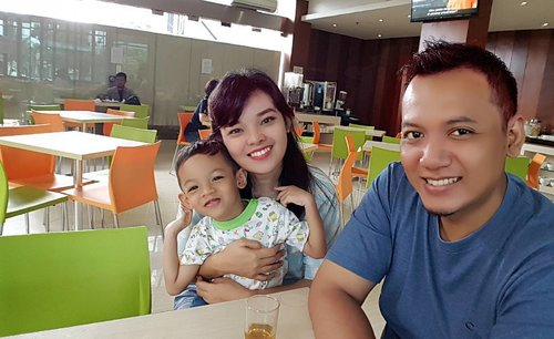 Yesterday with my family.  Thanks for comfort and all facility offered by the V Hotel. I really enjoy to staycation with my family here. Maybe next month I'll try Zenrooms in another city 😊 . . #ZenRoomsJakarta  #ZenRooms  #FamilyBlogger #FamilyTrip  #Staycation #EnjoyWeekend  #Bloggerstaycation #MomBlogger #HotelJakarta #ClozetteID #Lifestyle