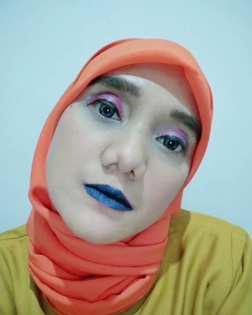 Semalam mencoba dan bereksperimen The One Ipop @id.oriflame happy banget karena warna-warnanya membuat saya bereksperimen. Saya pake multifungsi buat bibir merah, eyeshadow dan lipstik. Next akan coba yang lebih menyala lagi,dirumah aja banyak yang dikerjain selain masak akupun bisa pakai kosmetik dirumah buat konten hehehe • • • #2020 #adobelightroom #tonekillers #preset #igotd #FullSpeedFlagship #DareToLeap #clozetteid #beautyblogger #beautyinfluencers #pkrz_월요일9정신