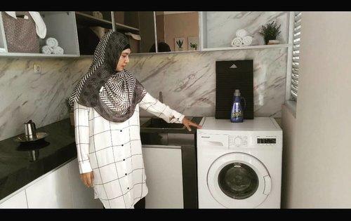 Mau nyuci...check! ✓...Pura-puranya mah mau numpang nyuci di rumah orang 🤣Padahal cuma numpang foto, gaya-gayaan punya mesin cuci front load, padahal biasa juga ngucek 🤣Btw, ruangan di sebelah mesin cuci ini adalah rooftop cantik yg bisa buat barbeque-an. Lho kog bisa? Cek di video terbaru saya di YouTube.com/mayasiswadiKalo temen-temen pengen punya rumah di Jakarta Selatan, dekat stasiun Duren Kalibata, dekat halte TJ Warung jati, dekat ke Kuningan, Gatot Subroto, Sudirman, dst, yg sudah semi furnished seperti apartemen, tapi ga pakai service charge dan sertifikatnya SHM, boleh hubungi saya 😉. Desain interiornya bisa intip di YouTube saya #ClozetteID #clozetteid #lifestyle #lifewithstyle #Fashion #beauty #ootd #alwayspositivevibes#alwayspositivemind#Aparthouse #River8Kalibata #River8Aparthouse