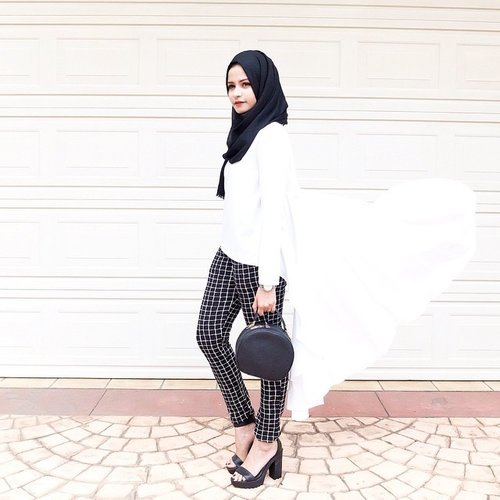 #OOTD // Black and White Outfit. Top from @savannah_ind & Pants from @BULL.ID #ClozetteID