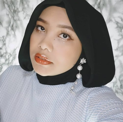 Hellooo~Tebak KPop makeup ala siapa? clue-nya habis show di Indonesia.  Videonya nanti siang ya biar view-nya banyak 🤭...#Coniettadaily #KpopMakeup #kpopMVMakeup #clozetteID